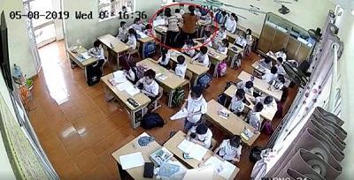 Cô giáo tát và đánh tới tấp vào đầu học sinh lớp 2 khiến MXH lại dậy sóng