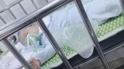 """Sau hành trình cùng con chiến đấu lại virus RSV gây viêm phổi, mẹ Hà Nội cảnh báo các mẹ khác đừng coi thường """"nụ hôn thần chết"""""""