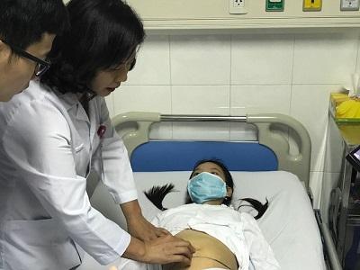 Bé gái 12 tuổi đã bị u quái buồng trứng kích thước gần 20cm: Bác sĩ buộc phải cắt 1 bên buồng trứng