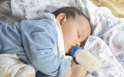 Trẻ ăn sữa công thức thay vì bú mẹ sẽ có nguy cơ cao đối diện với vấn đề này, điều mà các mẹ không hề ngờ đến