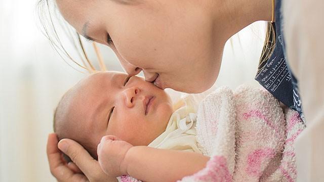 Bác sĩ nhi cảnh báo loại virus nguy hiểm có triệu chứng giống cảm cúm có thể gây tử vong ở trẻ sơ sinh, cha mẹ hết sức lưu tâm