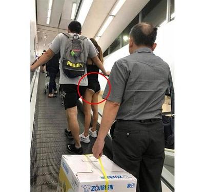 Cô gái mặc độc quần lót đi siêu thị, hở he hé vòng ba khiến người xung quanh đỏ mặt