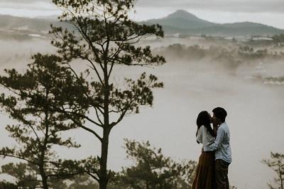 Cùng đi du lịch 1 tháng, cô nàng Đắk Lắk được người yêu đồng tính cầu hôn chóng vánh