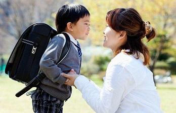 Lí do con trai lớn cần rời mẹ, nhưng con gái không cần rời cha
